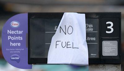 無油可加!英國「卡車司機荒」釀燃油供應鏈混亂 民眾排隊搶購、軍隊待命救援