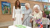 Queen Elizabeth insists on slicing a cake in a very 'unusual' way — watch the viral video