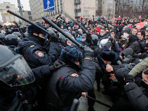 EU to debate Russia sanctions after Navalny protest arrests