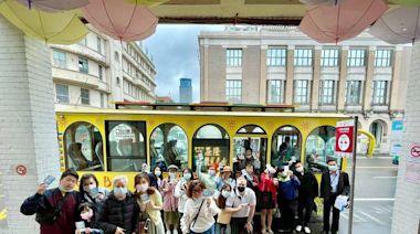 基隆觀光巴士首發上路 60旅客搶先體驗好樂