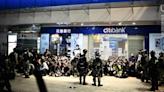 【元旦遊行】7 人被控藏武等 被控藏噴漆學生:警員或「忙中有錯」撈亂證物   立場報道   立場新聞