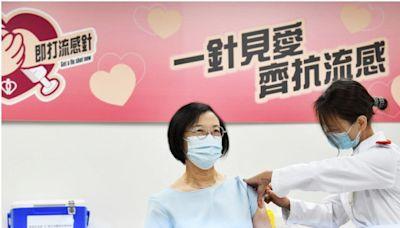 政府採購逾94萬劑流感疫苗 陳肇始率衛生官員打針