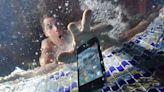 ¿Qué hacer si se te ha mojado el móvil? Cinco pasos para reactivarlo