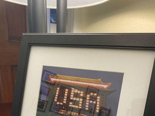 蕭美琴致謝友台政要爭取疫苗 圓山飯店USA夜景成紀念禮