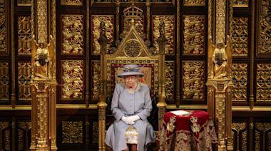 英女王發表御座致辭 國會開幕大典120年來首次沒有君主配偶王座 | 蘋果新聞網 | 蘋果日報