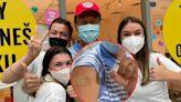郭董赴歐「催貨之旅」 綠營:「沒打疫苗無法出國」說法不攻自破