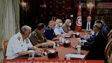 Presidente tunecino suspende actividad parlamentaria y se atribuye plenos poderes ejecutivos