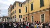 """A Cuneo la manifestazione per il dottor Sergio Brancatello. Replica l'Ordine dei medici della Granda: """"Non è né sospeso né radiato"""" [VIDEO]"""