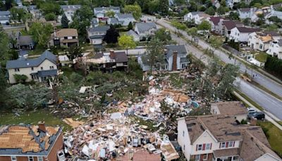 8 hospitalized after EF-3 tornado rips through Chicago suburb: 'Like a bomb went off'