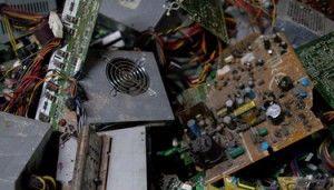 比特幣礦機頻換 年產30公噸廢物