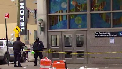 2 people killed, 2 injured in 'horrific' New York City subway stabbings
