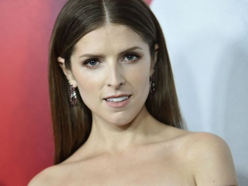 Hockey Player Flirts With Anna Kendrick, And The Twitter Replies Are Hilarious