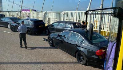 【交通事故】荃灣汀九橋6車相撞 5人受傷包括2司機及3乘客 - 香港經濟日報 - TOPick - 新聞 - 社會