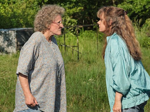 Hillbilly Elegy , Starring Amy Adams and Glenn Close, Divides Critics as It Hits Netflix