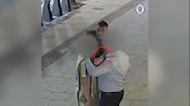 Graban cómo un ladrón roba un Rolex en plena calle con una táctica cada vez más conocida