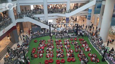 東京奧運│奧海城站滿觀眾看開幕禮 初中生指MIRROR活動較熱鬧
