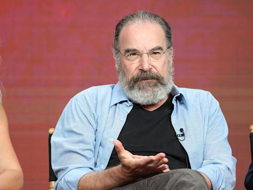 Mandy Patinkin to Star in Hulu Detective Drama Pilot 'Career Opportunities in Murder and Mayhem'