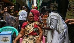 印度打疫苗破10億劑 衛生部長讚總理領導有方