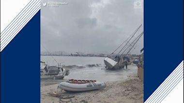 Powerful storm wrecks boats