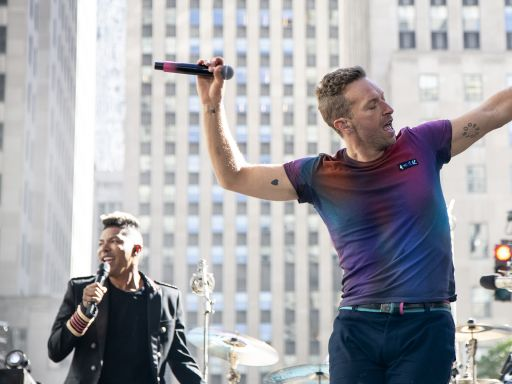 Coldplay kicks off unofficial start of summer on TODAY plaza with a hot concert