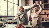 一對50多歲夫婦:「已有1000萬存款可以提前退休嗎?」內行人建議從3面向解析!