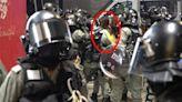 禁蒙面法衝突波及媒體 港記者遭警方強脫面罩逮捕