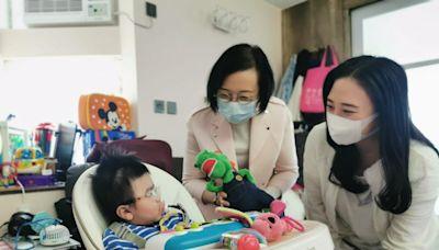 陳肇始夥葛珮帆訪馬鞍山基層家庭 了解居民醫療需要