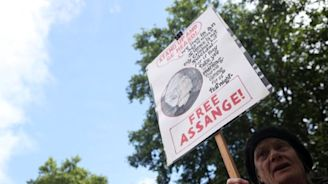 UK court sets Assange U.S. extradition hearing for February 2020