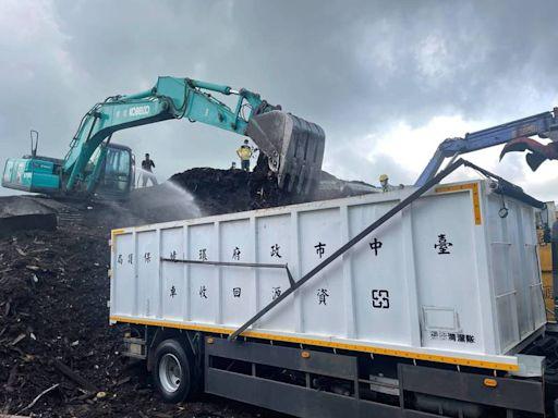 梧棲廢木材回收場悶燒4天 環保局協調移置他處開闢消防通道
