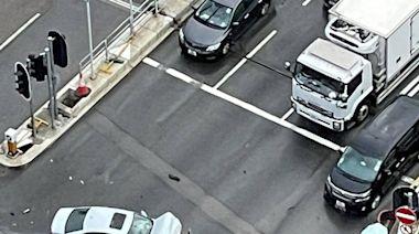 奪命車禍|(更新)沙田私家車與綠Van相撞片段曝光 小巴司機頭部被壓當場死亡 - 新聞 - am730