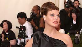 Linda Evangelista claims Coolsculpting fat freezing procedure left her 'brutally disfigured'