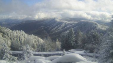 Blue Ridge Parkway, Smoky Mountains close sections: 11 inches of snow fell in spots