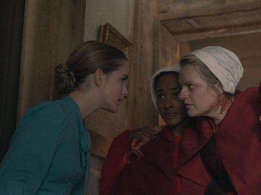 Kiernan Shipka Isn't Mrs. Keyes on The Handmaid's Tale, but Her Doppelgänger Is
