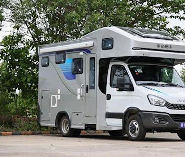 適合三胎家庭的房車,3張床可住5人,標配9.6度電220升水箱