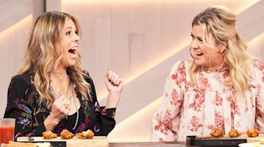 Kelly And Rita Wilson Must Eat Extremely Spicy Hot Wings Or Tell The Truth