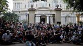 Cuba redobla el acoso a quienes piden libertades creativas después de diálogo 'inédito' con artistas