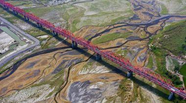 攝影師空拍超震撼 乾枯濁水溪如畫