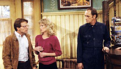 "Bob Newhart Praises Peter Scolari As ""Essential Part"" Of 'Newhart' Success; Co-Star Julia Duffy Says, ""No..."
