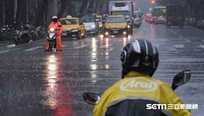 快訊/大雷雨襲南台灣!2縣市大雨特報 防雷擊、強陣風