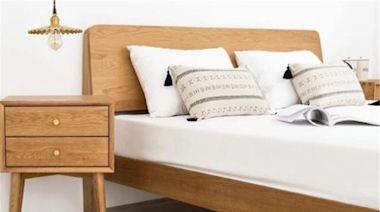 扔掉臥室笨重床頭櫃吧,占地又土丑!現在流行這樣設計,美觀實用