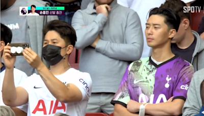 朴敘俊現身足球轉播畫面帥翻 無罩觀戰韓國人好羨慕