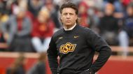 What to make of Mike Gundy's 'apology' after wearing an OAN shirt | Yahoo Sports College Podcast