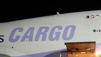 自購108萬劑莫德納疫苗抵台 同機還有三櫃轉往菲律賓