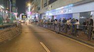示威者元朗大馬路堵路及破壞輕鐵站
