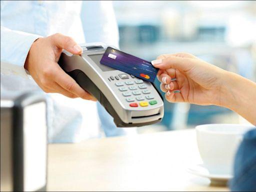 防疫訂外送 頂級卡餐飲消費年增2成 - 自由財經