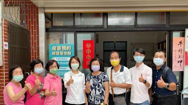 李妍慧團隊幫長者登記預約疫苗