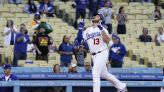 Max Muncy on Dodgers' injured list with right oblique strain