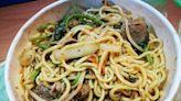 桃園龜山後街 - 紅牌新疆羊肉炒麵飯 | 在地隱藏版大份量美食 - SayDigi | 點子生活