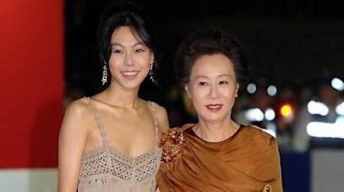 尹汝貞出道55年歷年紅毯造型回顧!尹社長獨愛黑、白兩色禮服,招牌捲髮一直都沒變過