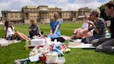 Oportunidad única: por primera vez, la reina Isabel abre sus jardines al público para hacer picnic
